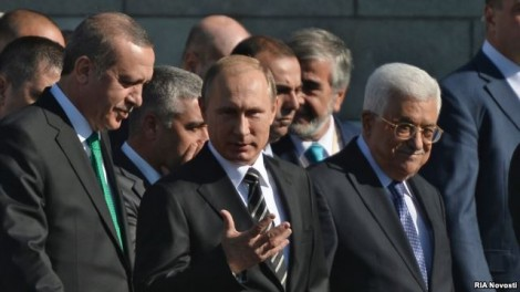 Turkish President Recep Tayyip Erdogan (left), Russian President Vladimir Putin (center), and Palestinian leader Mahmud Abbas attend the opening of the new Moscow Cathedral Mosque in Moscow on September 23.